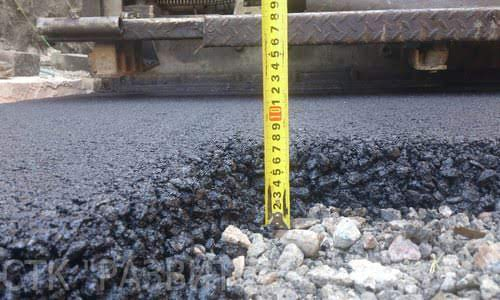 слои асфальтового покрытия на дорогах